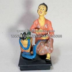 EMF 338 Patung Jamu duduk