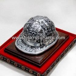 GCB 129 Miniatur Helm Proyek