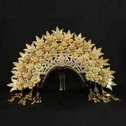 Bando Mahkota padang emas batu